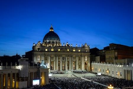 La veglia per la pace di ieri sera in Piazza San Pietro (Andreas Solaro, AFP Getty Images)